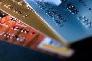 Comparer les différents types de cartes bancaires