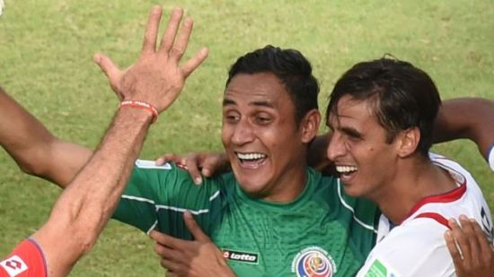 Costa Rica's forward Bryan Ruiz (2nd R) and Costa Rica's goalkeeper Keylor Navas (2nd L) celebrate after winning 1-0 during a Group D match between Italy and Costa Rica at the Pernambuco Arena in Recife during the 2014 FIFA World Cup on June 20, 2014.    AFP PHOTO / JAVIER SORIANO
