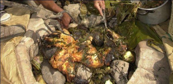 Cuisson de plat traditionnel avec une cuisine enterrée
