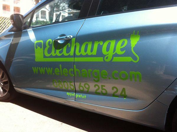 Découpe, marquage et lettrage adhésif sur voiture