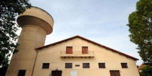 la-cite-castor-de-lalouette-compte-150-maisons-qui-ont-beneficie-des-leur-construction-entre-1948-et-1951-de-tout-le-confort-moderne-ici-la-maison-commune-des-castors
