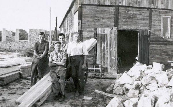 Les Castors, pionniers de l'auto-construction