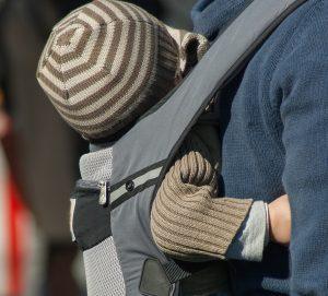 Tout ce qu'il faut savoir sur le porte-bébé ergonomique